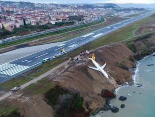 Aeronave saiu da pista e ficou presa em uma encosta de Trabzon