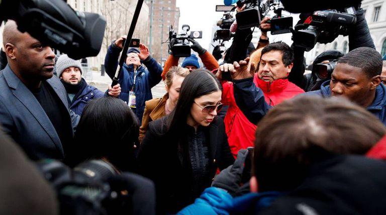 Emma Coronel, esposa de El Chapo, na saída do tribunal.