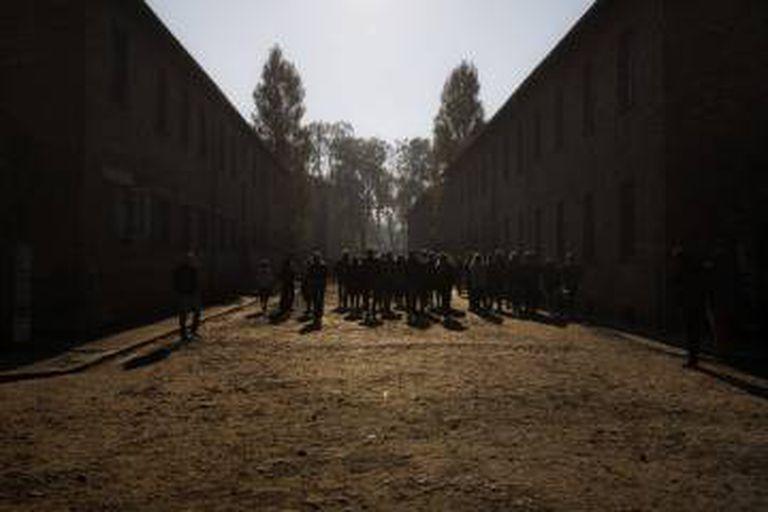 Visitantes em Auschwitz.