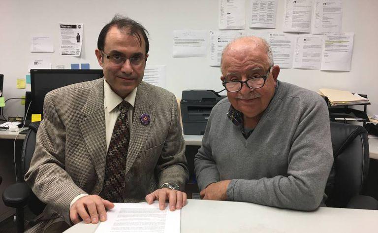 O refugiado Vanig Garabedian, esquerda, e seu patrocinador Apkar Mirakian, em Toronto.