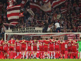 Os jogadores do Bayern comemoram a classificação às semifinais da Champions.