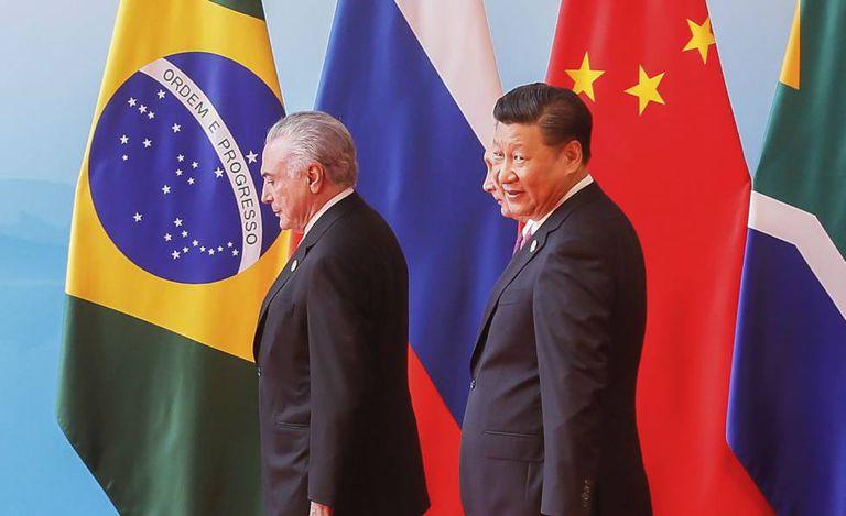 Michel Temer e Xi Jinping em reunião de chefes de Estado e de governo dos Brics em setembro de 2017.