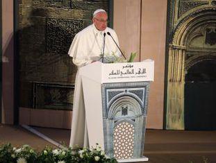 Francisco pronuncia um discurso direto e nada complacente com o radicalismo islâmico na universidade egípcia de Al-Azhar