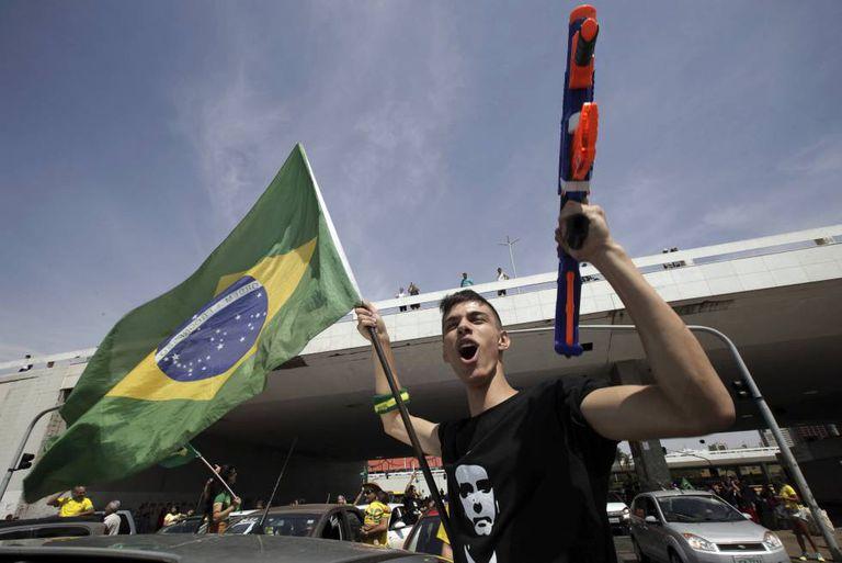 Manifestante pró-bolsonaro em Brasília.