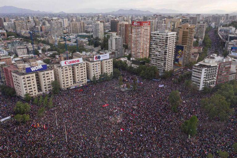 Protesto em Santiago, na sexta-feira (25/10).