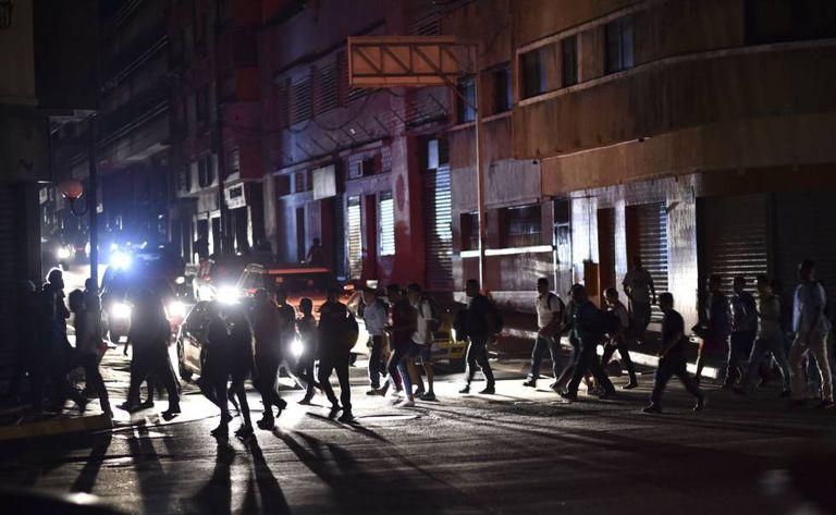 Uma das ruas de Caracas durante o apagão elétrico.