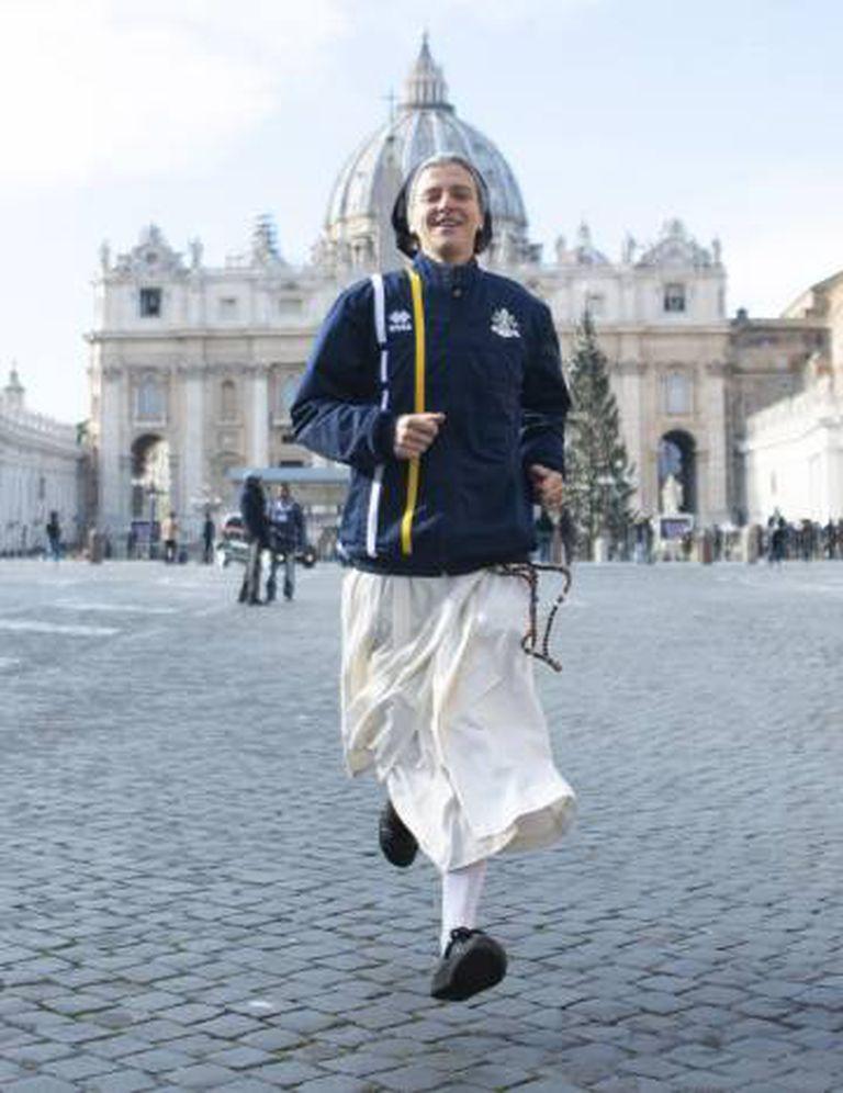 Freira da equipe Athletica Vaticano.