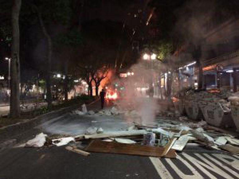 Barricada na avenida São Luís.