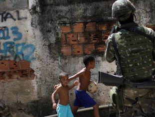Militar atua na intervenção do Rio de Janeiro, em agosto do ano passado.