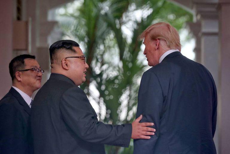 Kim e Trump no Hotel Capella Sentosa de Singapura, durante sua reunião desta terça-feira.