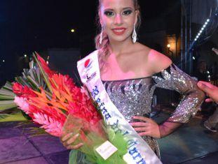 Sharon Rosales, de 15 anos, é a Rainha do Carnaval.