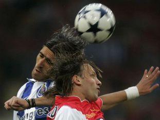 Bernardi (à dir.) do Monaco e Pedro Mendes, do Porto, em 2004.