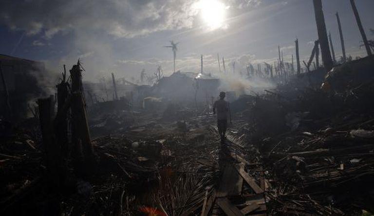 Tolosa depois do tufão Haiyan, nas Filipinas.