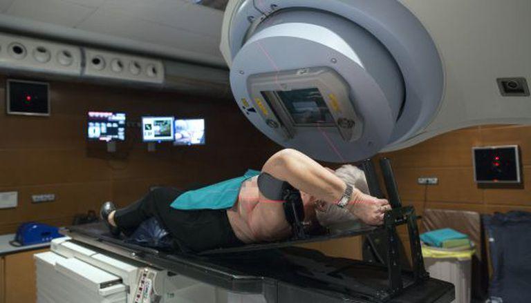 Paciente submetida a radioterapia no Instituto Valenciano de Oncologia.