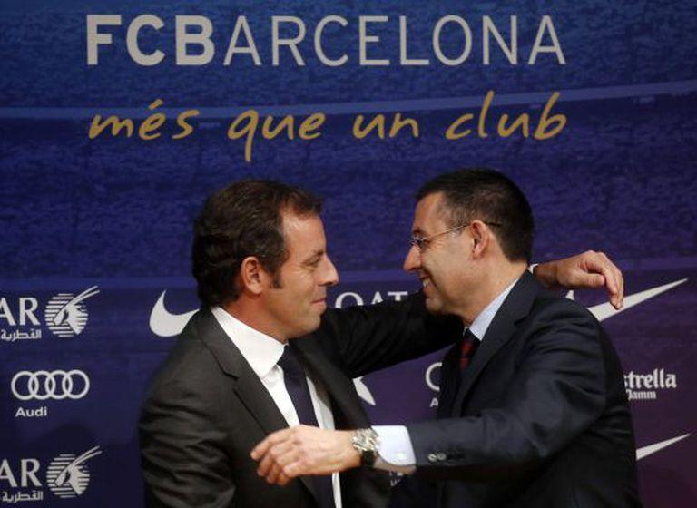 Bartomeu cumprimenta Rosell no dia em que assumiu a presidência do clube.