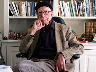O prestigiado ensaísta francês, na semana passada, em seu apartamento de Paris.