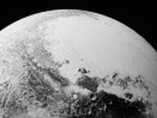 Sonda 'New Horizons  mostra imagens de montanhas de gelo com buracos em seu cume e encostas com supostos fluxos vulcânicos