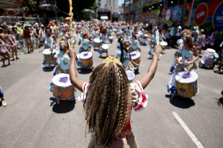 Bloco Didá sai às ruas de Salvador somente com mulheres.