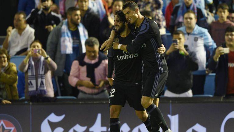 Cristiano agradece Isco pela assistência no segundo gol contra o Celta.