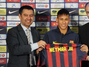 Bartomeu, Neymar e Zubizarreta na apresentação do jogador.