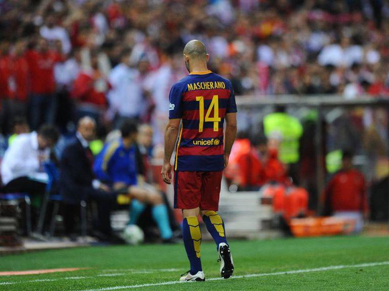 Mascherano deixa o campo na final de Copa do Rei.