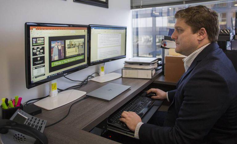 O advogado Brent Wisner em seu escritório na firma de advocacia Baum Hedlund Aristei Goldman, na quarta-feira, em Los Angeles.
