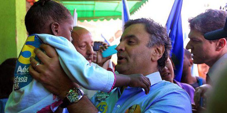 Aécio faz campanha em Santa Luzia (MG) neste sábado.