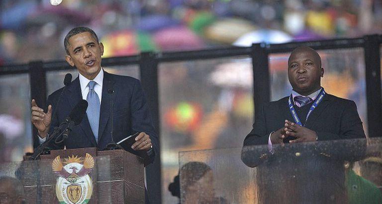 Jantjie, durante sua falida tradução no discurso de Obama.