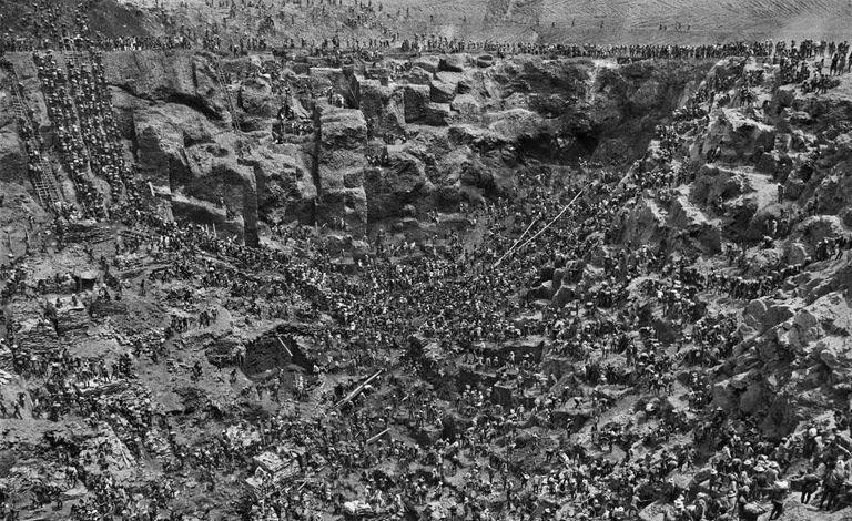 Vista geral em 1986 da mina de Serra Pelada, onde trabalharam 50.000 mineiros.