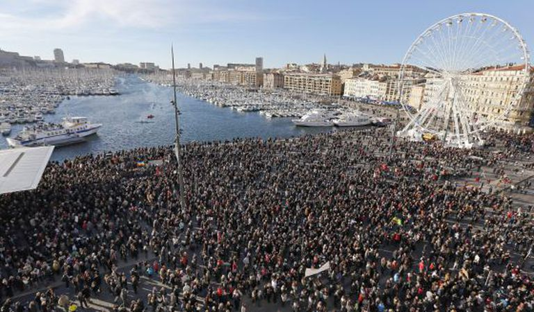 Marcha em Marselha e memória das vítimas do terrorismo.