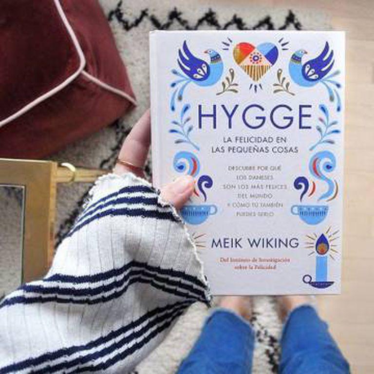 Meik Wiking, diretor do Instituto da Felicidade de Copenhague, assina Hygge. A Felicidade Nas Pequenas Coisas (foto da edição espanhola)