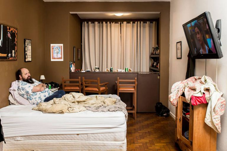 """De sua cama, JB pragueja contra o """"reality"""""""