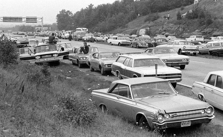 Dezenas de veículos em Woodstock.