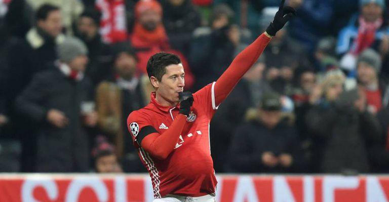 De falta, Lewandowski abriu o placar.