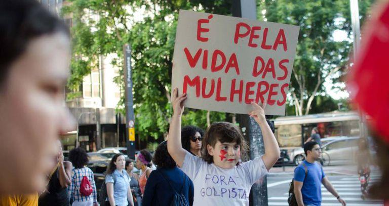 Protesto contra a PEC 181 em São Paulo nesta segunda.