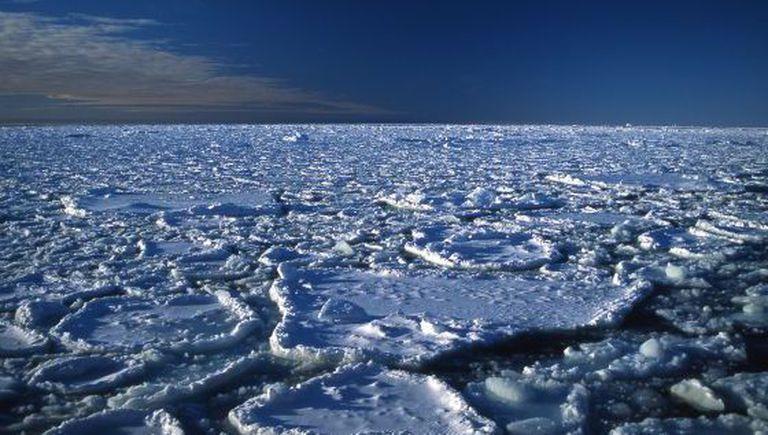O gelo ártico está cada vez mais fino.