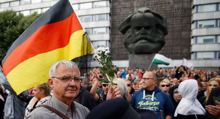 Concentração organizada pelo PEGIDA nesta segunda-feira em Chemnitz (Alemanha)
