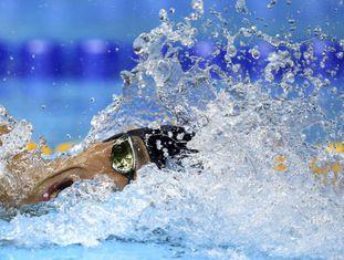 O norte-americano Michael Phelps competindo.