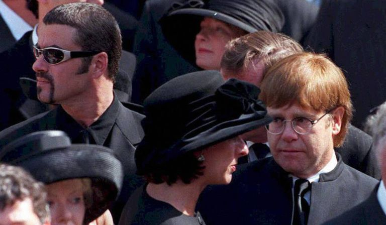 George Michael com Elton John em 1997 no funeral do Lady Di.