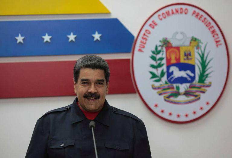 Nicolás Maduro no Palácio de Miraflores, neste domingo.