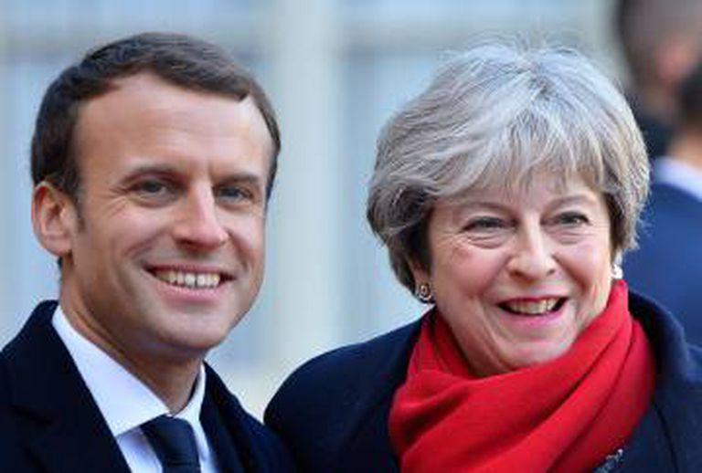 Emmanuel Macron e Theresa May, em Paris em dezembro de 2017.