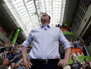 O primeiro-ministro britânico, David Cameron, em um discurso para funcionários de um supermercado em Leeds, na sexta-feira.