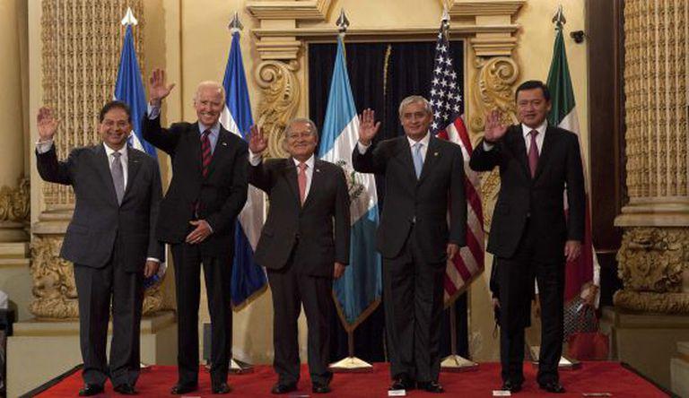 Biden visita Guatemala para tratar a crise migratória.