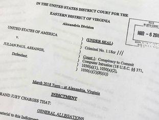 Acusações do Grande Júri contra Julian Assange.