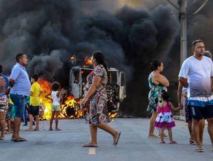 Mais de 40 ataques a veículos e prédios públicos e privados foram registrados em 13 municípios cearenses nos últimos dois dias