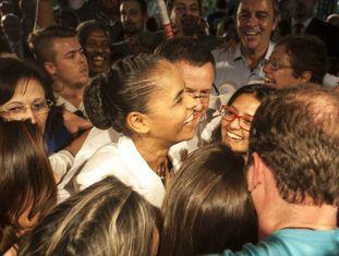 Marina Silva com apoiadores.