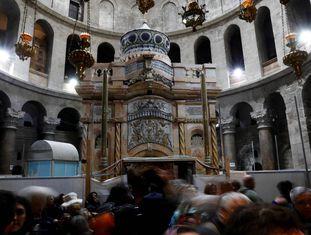 Vista da tumba de Jesus Cristo, depois da restauração.