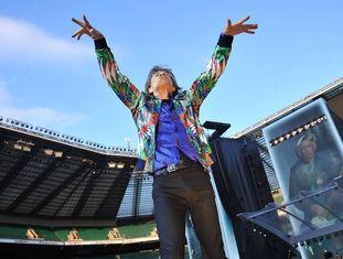 Um dos últimos shows dos Rolling Stones. Mick Jagger agita milhares de fã que lotam o Twickenham Stadium de Londres. Foi em 19 de junho de 2018.