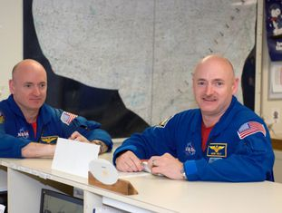 Gêmeos astronautas Scott e Mark Kelly.