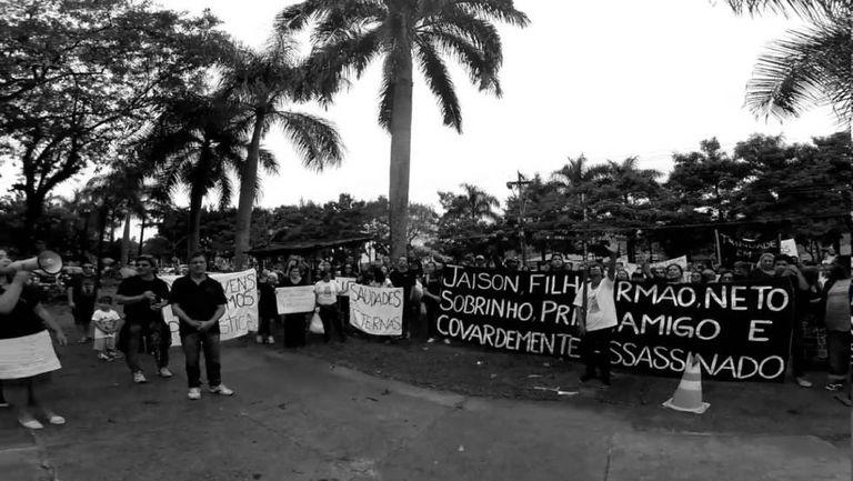 Ato da comunidade de Trindade após a morte de Jason Sampaio, em 2 de junho.